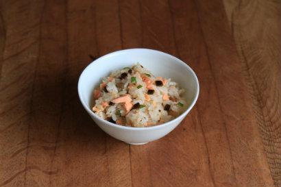 塩昆布と焼き鮭の混ぜご飯